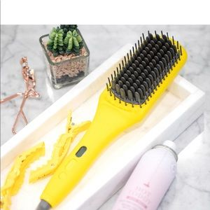 DRYBAR Brush Crush Heated Straightening Brush!